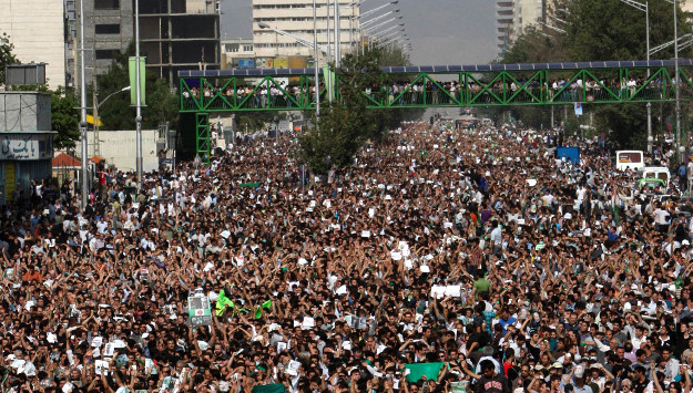 "Khamenei Loyalist Accuses London of ""Coup Plot"""